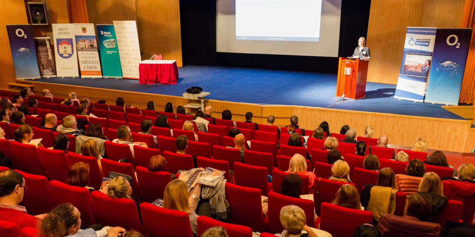 Konference INTERNETEM BEZPEČNĚ 2018 úspěšně proběhla